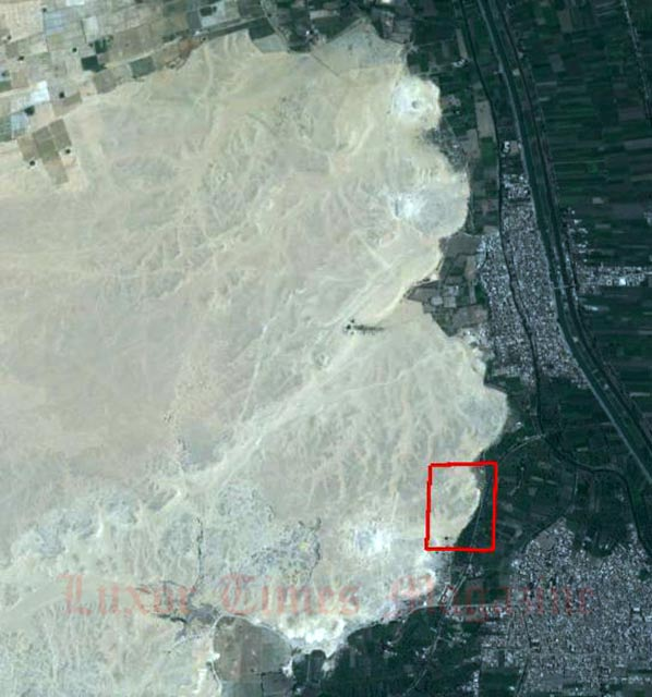 Satellite image of Shisr today, with modern houses to left. The restored walls of the Shisr fort with can be seen with towers at the corners, together with the collapsed sinkhole in its center (dark areas are shadows).
